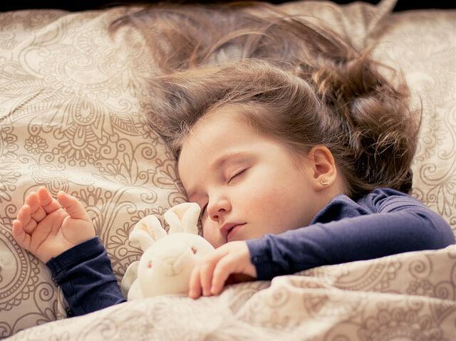 寝かしつけ!夜9時までに寝るようになる方法