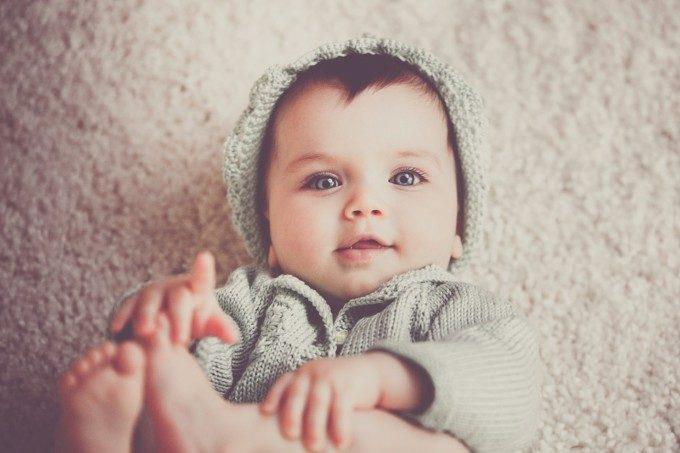 新生児抱き方(2)